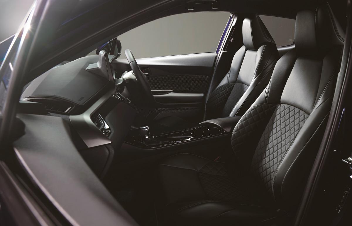 特別仕様車「G モードネロ セーフティプラス」の内装(ブラック)